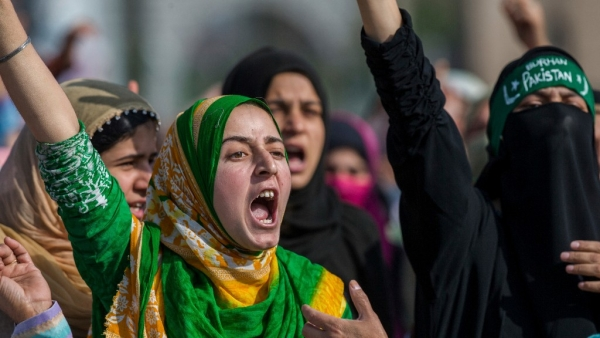 Kashmiri Muslim women shout anti-government slogans during the funeral procession of Junaid Ahmed, a 12-year-old boy, in Srinagar on  October 8 2016. (Photo: AP Photo/Dar Yasin)