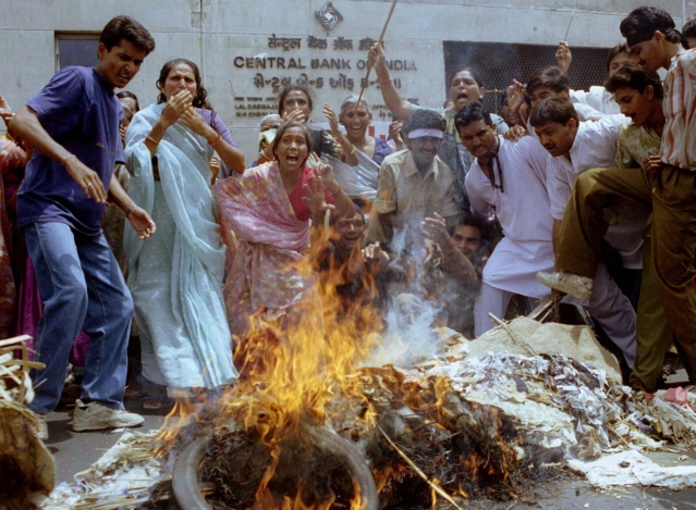 Rioters burn effigies in during clashes in Ahmedabad, Gujarat. (Photo: Reuters)