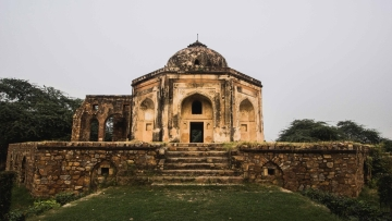 Bordering the Qutub Minar complex, but overlooked by most of the tourist hordes, the Mehrauli Archaeological Park preserves some of the  historic relics of Delhi. (Photo: Abhilash Mallick/<b>The Quint)</b>