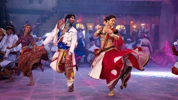 Deepika Padukone and Ranveer Singh  in a still from <i>Ram-Leela</i>.