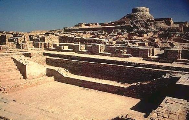 The excavated ruins in Mohenjo Daro, Pakistan. (Photo Courtesy: Wikimedia Commons)