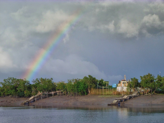 "A rainbow over Dobanki island in the Sundarbans. (Photo: <a href=""https://www.flickr.com/photos/bonjongol/"">Kingshuk Mondal</a>/Flickr)"