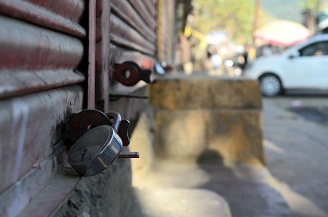 Locked shops in Kuwara. (Photo: Jaskirat Singh Bawa)