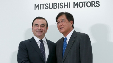 Former Nissan Motor Co Chairman Carlos Ghosn (left) and Mitsubishi Motors Corp CEO Osamu Masuko.