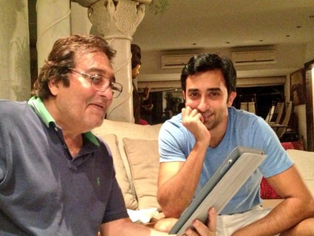 Rahul Khanna with dad Vinod. (Photo Courtesy: Twitter)