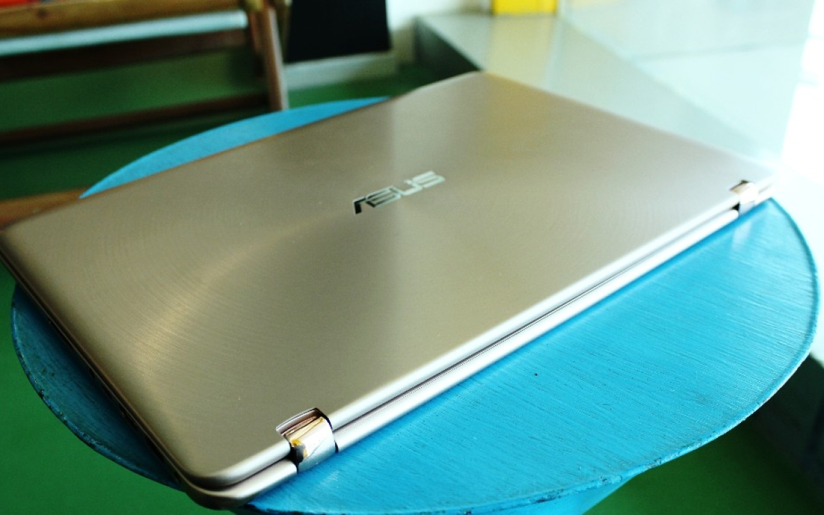 Review: Asus ZenBook Flip UX360UA Is Flashy but Gets the