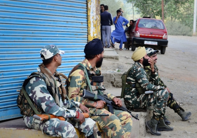 CRPF has graduated from the<i> 'danda force'</i> of the 1990s to an armed paramilitary force handling unrest in tense areas like Kashmir allowing the army to focus more on counter-insurgency operations. (Photo: Jaskirat Singh Bawa)