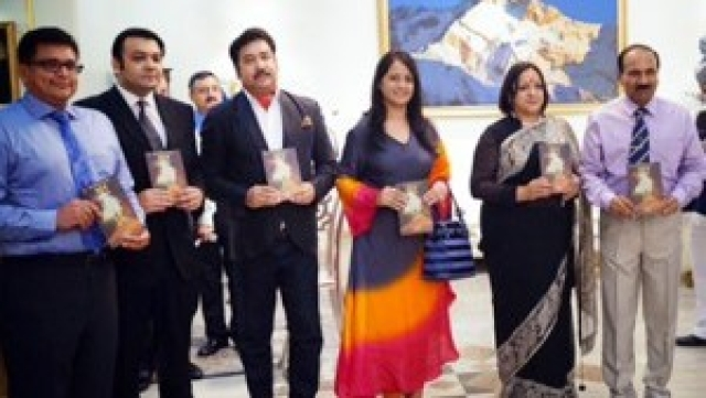 On Air Force Day, Air Chief Marshal Arup Raha released the Hindi translation of 'Ghar' at an event in New Delhi. (Photo: Ayushman Jamwal/ <b>The Quint</b>)