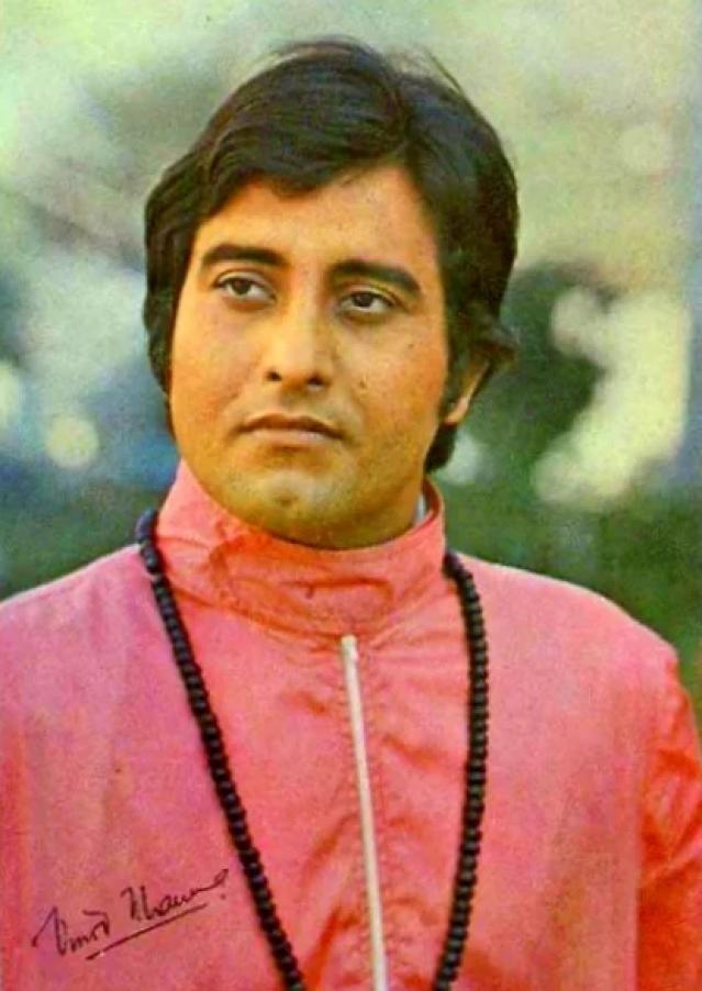 Vinod Khanna left Bollywood for Osho's ashram at the peak of his career.
