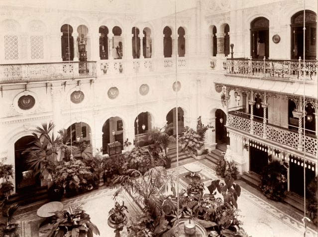 Esplanade Courtyard. (Photo Courtesy: Tata Central Archives)