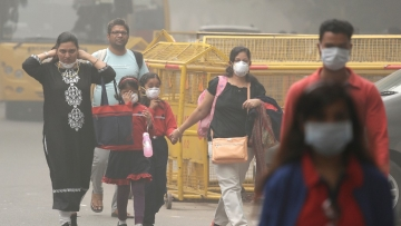 People are suffering from burning eyes, itchy throat and many respiratory problems.(Photo: AP)