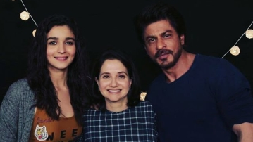 Anupama Cho[pra with Alia Bhatt and Shah Rukh Khan. (Photo courtesy: Twitter)
