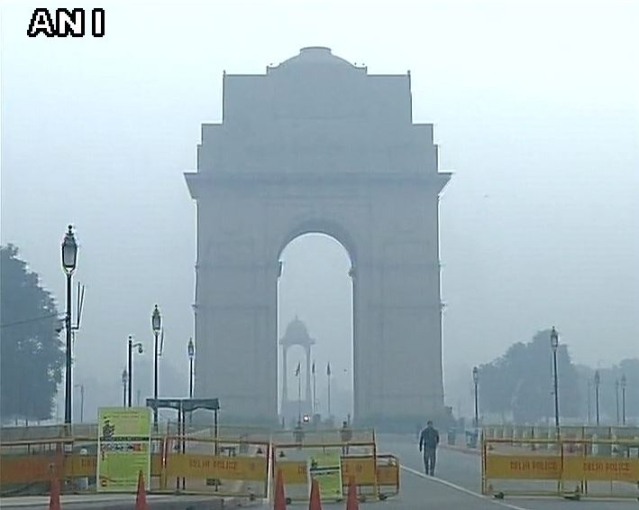 With Delhi's pollution levels reaching alarming levels. (Photo Courtesy: ANI)