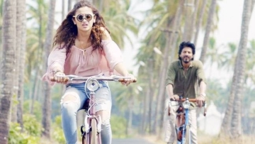 Alia Bhatt and Shah Rukh Khan in a still from <i>Dear Zindagi</i>.