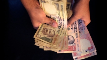 Banned currency notes of Rs 1,000 and 500 (Photo: AP)
