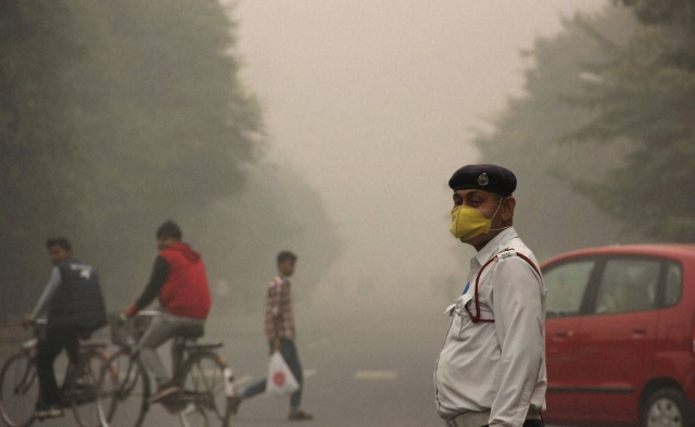 Pollution in Delhi is affecting people's health. (Photo: PTI)