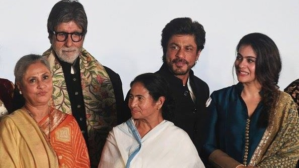 Jaya Bachchan, Amitabh Bachchan, Mamata Banerjee, Shah Rukh Khan and Kajol at the inaugural ceremony of the 22nd Kolkata International Film Festival. (Photo courtesy: Facebook)