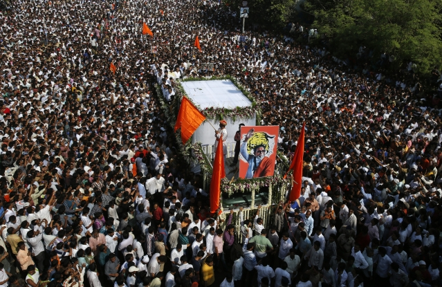 The mammoth crowd during Bal Thackeray's  funeral procession in Mumbai on 18 November 2012. (Photo: Reuters)