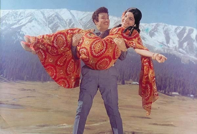 MGR and Jayalalithaa were a hugely successful on-screen pair for almost a decade. (Photo courtesy: Pinterest)