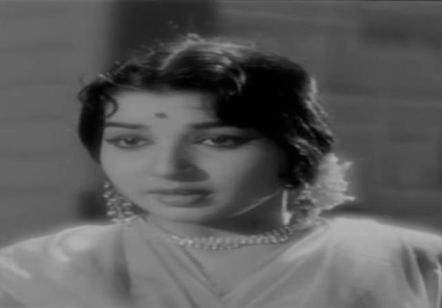 Jayalalithaa in her debut film <i>Chinnada Gombe </i>(Kannada)
