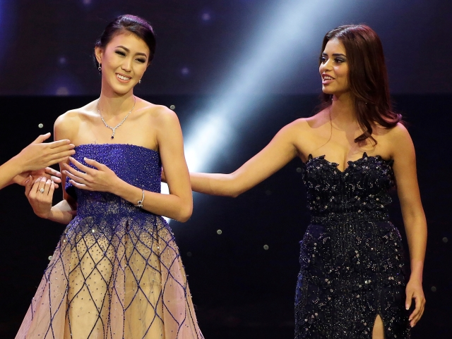 Miss Indonesia Natasha Mannuela (L) is congratulated by Miss India Priyadarshini Chatterjee after winning the Beauty with a Purpose prize. (Photo: Reuters)