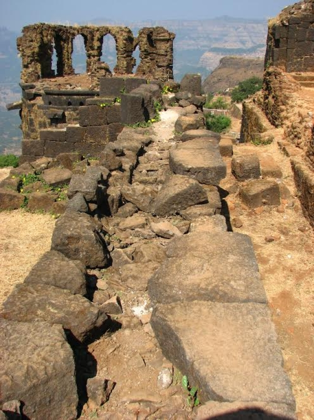 Most of the ruins of destroyed structures lying exposed to weathering at Raigad. (Picture courtesy: Sonal Chitnis)