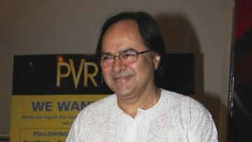 Farooque Sheikh dressed in a Lucknawi chikan kurta, one of his favourite attires.