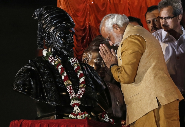Prime Minister Narendra Modi salutes the statue of Chhatrapati Shivaji during an election campaign rally in Mumbai in 2014. When he was the CM of Gujarat, he announced  building a 189 m tall statue of Sardar Patel at the cost of over Rs 2,000 crore. (Picture: Reuters)
