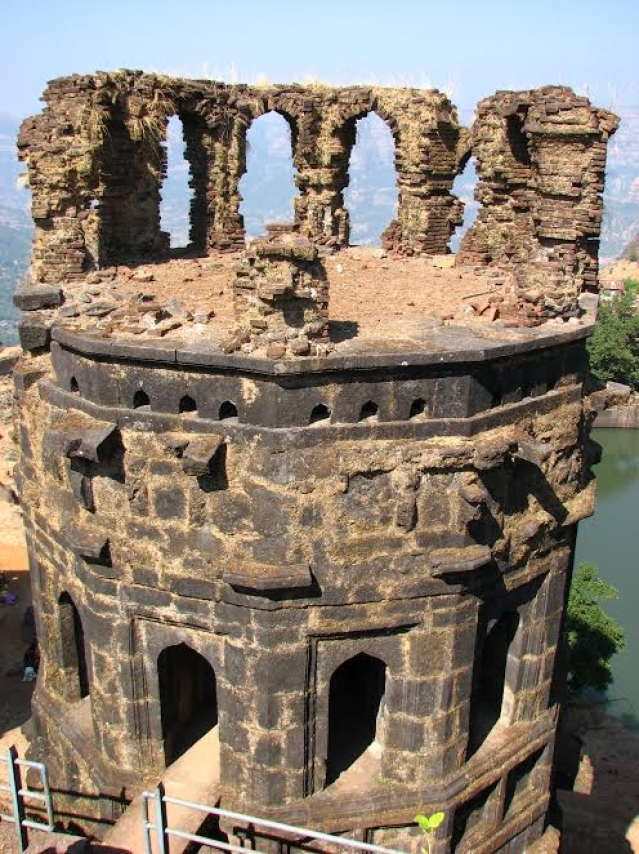 3 towers on the top of Raigad are in a dilapidated condition with its undocumented components spread around and are prone to vandalism. (Photo courtesy: Sonal Chitnis)