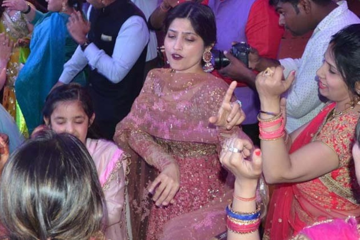 Dimple Yadav The Queen Behind The Scenes In The Samajwadi Crisis