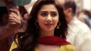 Mahira Khan in a still from <i>Raees</i>. (Photo Courtesy: YouTube Screenshot)