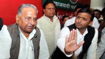 Mulayam Singh Yadav with son Akhilesh Singh Yadav. (Photo: PTI)