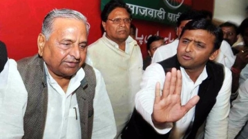 Mulayam Singh Yadav with son Akhilesh Singh Yadav. (Photo: PTI)