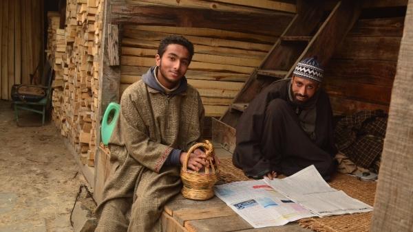 Kashmiris reading an Urdu Daily on New Year day. They wear Pheran, a Kashmiri traditional winter cloak. (Photo Courtesy: Pradeepika Saraswat)