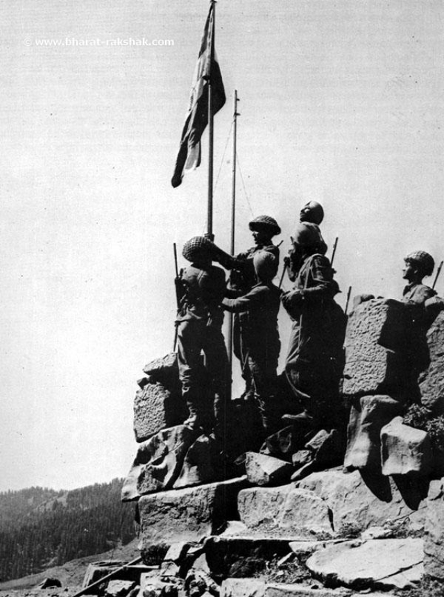 Here the Indian troops raise the Indian tricolour atop Hajipir Pass on 28 August 1965.
