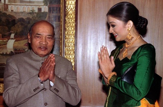 Then Prime Minister PV Narasimha Rao with Aishwarya Rai after she won the Miss World pageant in 1994. (Picture: Reuters)