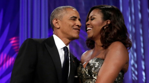 Barack and Michelle Obama sign a multi-year agreement with Netflix.