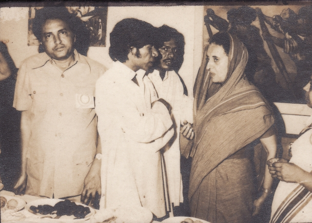 Professor Arun Kamble in a discussion with Indira Gandhi. (Photo: Wikipedia Commons)