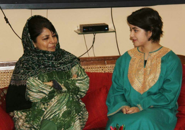 Zaira Wasim with Jammu and Kashmir Chief Minister Mehbooba Mufti. (Photo courtesy: Muhammad Mukaram)