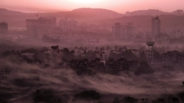 "Haze hangs over Mumbai at dawn. (Photo: Flickr/<a href=""https://www.flickr.com/photos/tawheedmanzoor/"">Tawheed Manzoor</a>)"