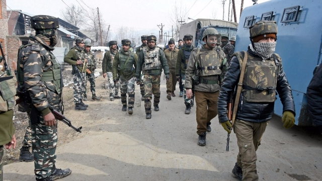 Security personnel leaving after the end of the encounter with militants at Hajin in district Bandipora of North Kashmir, 14 February, 2017. (Photo: PTI)
