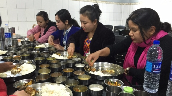 Some women feasting at Manipur's Luxmi kitchen. (Photo: <b>The Quint</b>/Tridip Mandal)