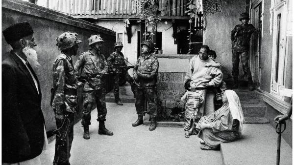 Indian forces during a house search in Srinagar, 1993. (Photo Courtesy: <i>Witness: Kashmir 1986-2016</i>/Meraj Ud Din)