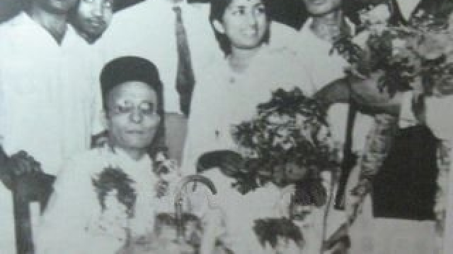 "VD Savarkar (seated) with Lata Mangeshkar. (Photo Courtesy: <a href=""http://www.savarkar.org/en/gallery"">Savarkar.org</a>)"