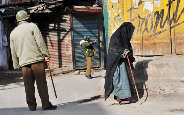 Cops and an old lady in Srinagar, 2016. (Photo Courtesy: <i>Witness: Kashmir 1986-2016</i>/Azaan Shah)