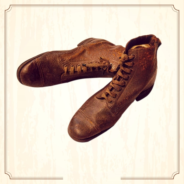 "Bhagat Singh gifted this pair of shoes that belonged to him to Jaidev Kapoor. (Image Altered by The Quint/Original Photo Courtesy: <a href=""http://www.supremecourtofindia.nic.in/sciphoto/photo_m1.html"">Supreme Court of India)</a>"
