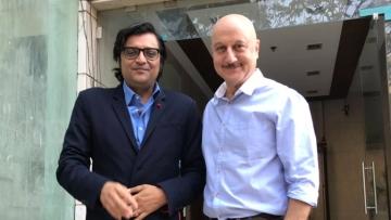 """Anupam Kher and Arnab Goswami (Phtoto Courtesy: Twitter/<a href=""""https://twitter.com/AnupamPkher"""">Anupam Kher</a>)"""