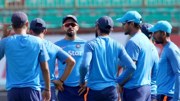 Virat Kohli chats with his team during a practice session. (Photo: IANS)