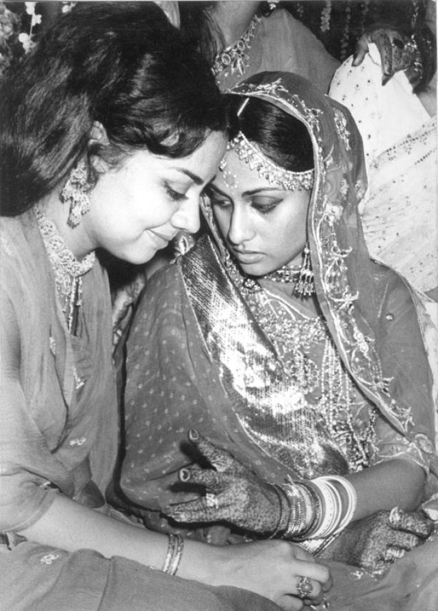 Farida Jalal and Jaya Bachchan. (Photo Courtesy: Pinterest)