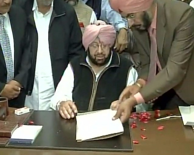 Amarinder Singh takes charge as Punjab chief minister. (Photo: ANI)